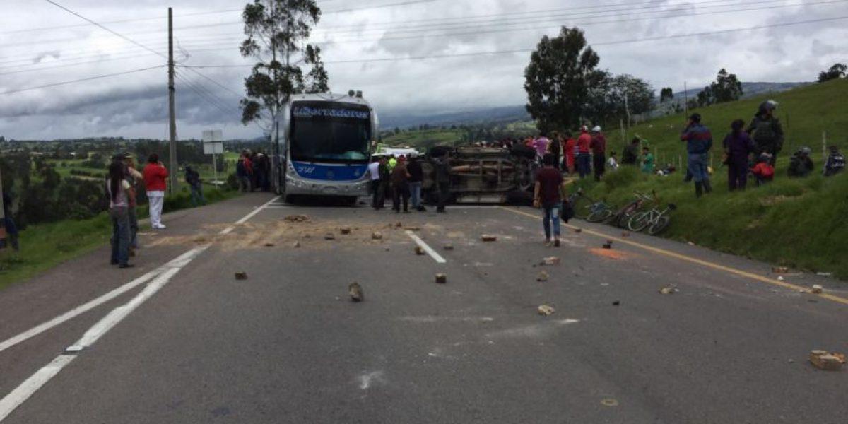 En medio de violencia se suspende mesa para acabar el paro camionero
