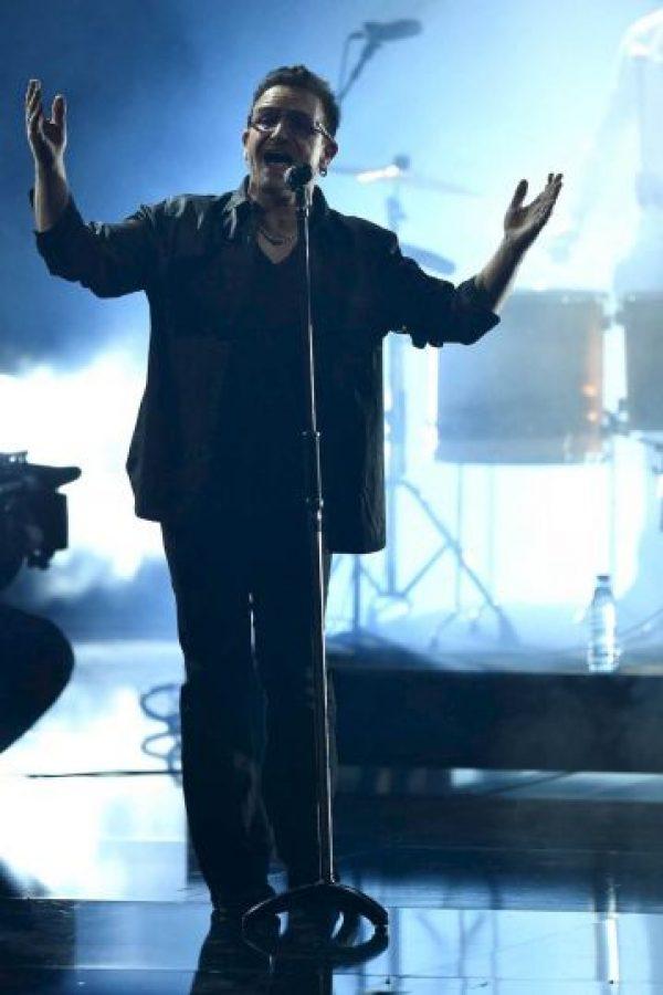 El vocalista y líder de U2 tuvo que ser rescatado tras el ataque que dejó a más de 80 personas muertas. Foto:Getty Images