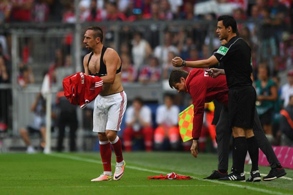 Recordó el episodio cuando Arturo Vidal también terminó con la camiseta rota Foto:Getty Images