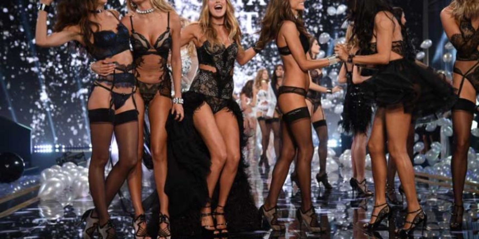 También reveló que eliminar manchas de las axilas y hasta dotarlas de más carne en los huesos es la labor de los editores de Victoria's Secret. Foto:Getty Images