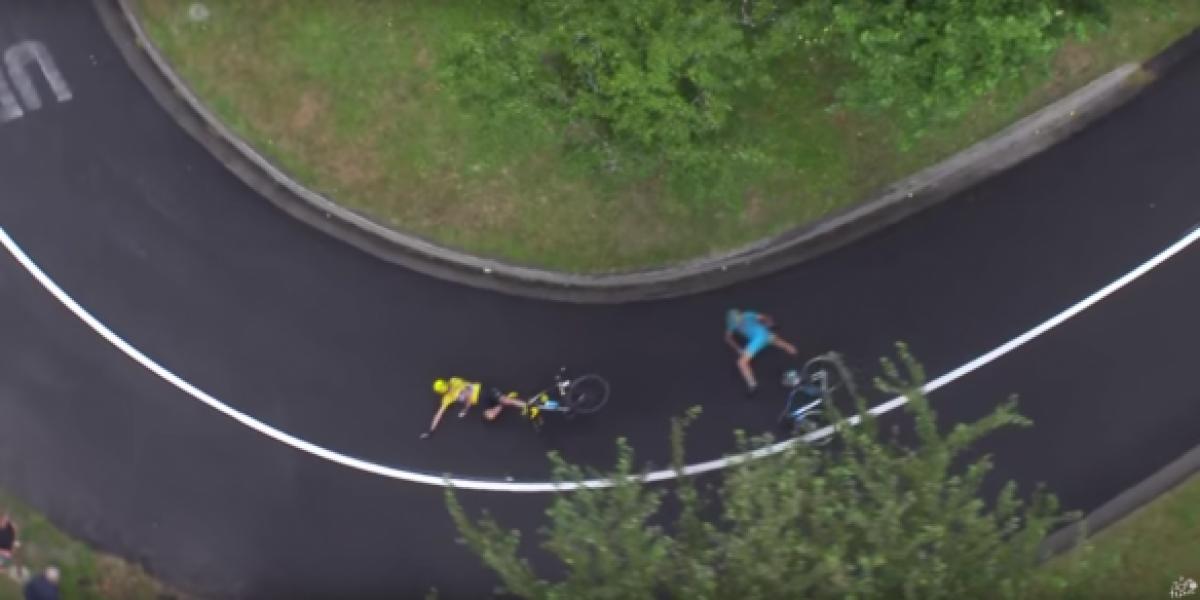 Chris Froome sufre nueva caída y tiene problemas con su bicicleta