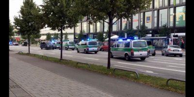 Un caos se vive en las calles de la ciudad de Munich, donde esta tarde se registró un tiroteo dentro de un centro comercial. Foto:AP