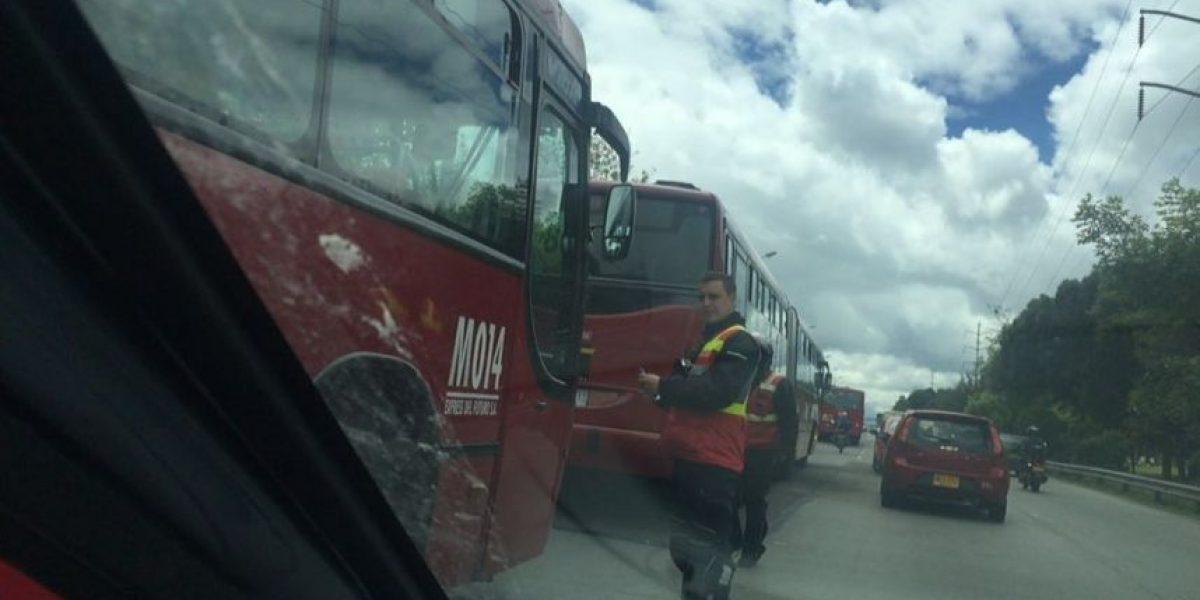 Caos en la Autopista Norte por bus de TransMilenio varado
