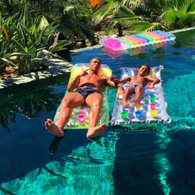 Disfrutó con su familia del sol, la arena y el mar de Ibiza. Foto:Vía instagram.com/Cristiano
