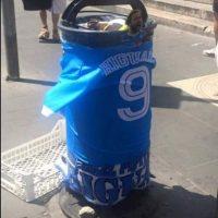 También adornan los basureros Foto:Twitter