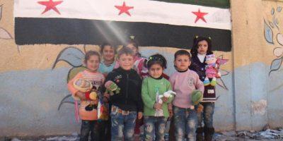 Para brindar alegría a los niños sirios Foto:Facebook.com/ssyrelief