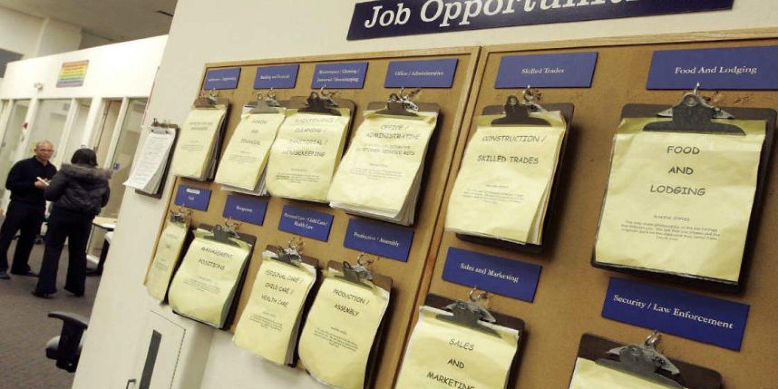 Pueden encontrar oportunidades laborales dentro de los avisos clasificados. Foto:Getty Images