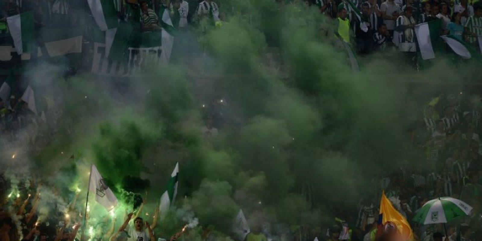 Sin embargo, las celebraciones se vieron empañadas por la muerte de tres hinchas, dos en Bogotá y uno en Antioquia Foto:AFP