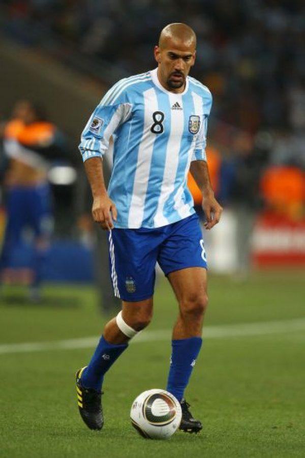 """Juan Sebastian Verón. Surgió en Estudiantes de la Plata en 1996, club que le pagó 2.2 millones de euros a Chelsea para tener de nuevo a la """"Brujita"""", en 2006 Foto:Getty Images"""