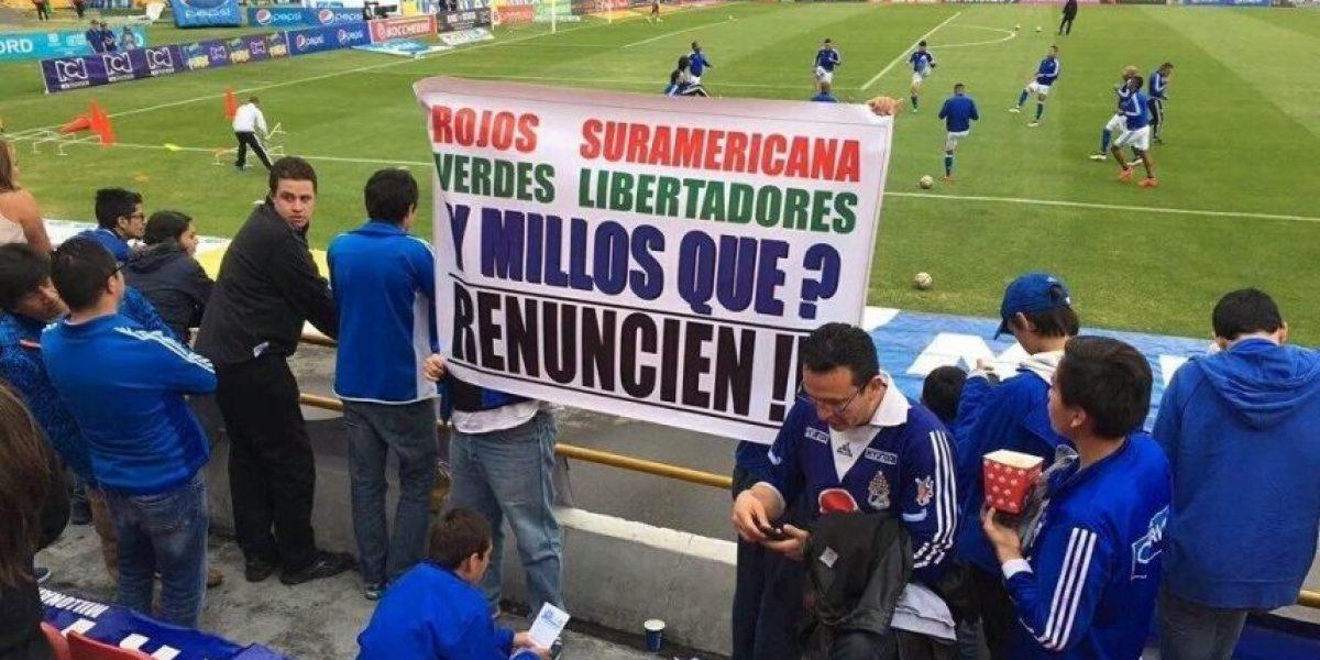 Hinchas de Millonarios muestran su molestia con el equipo en el Campín