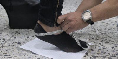 Tomando los últimos detalles para el zapato perfecto. Foto:Sofía Toscano-Publimetro
