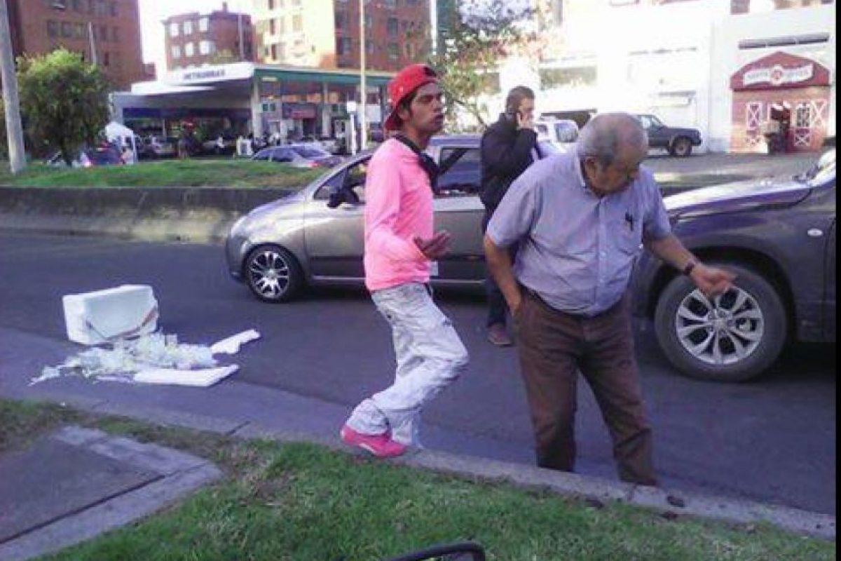 El hombre se hace en distintas calles de Bogotá Foto:Facebook 'Denuncien a Lagrimón'
