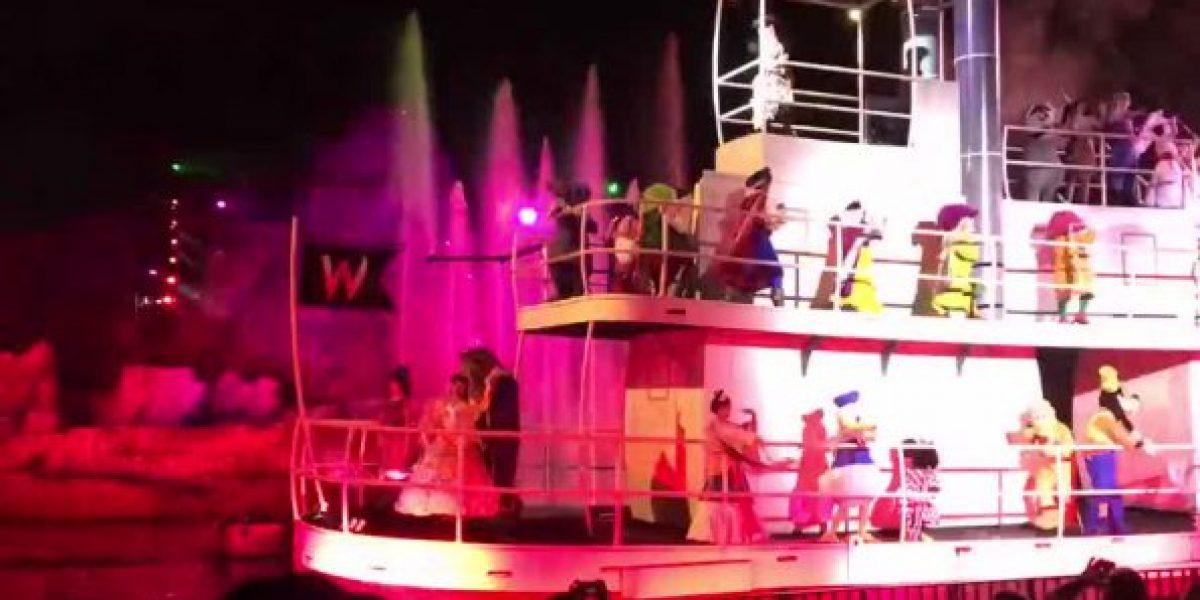 Personaje de Disney sufre tremenda caída durante show en vivo