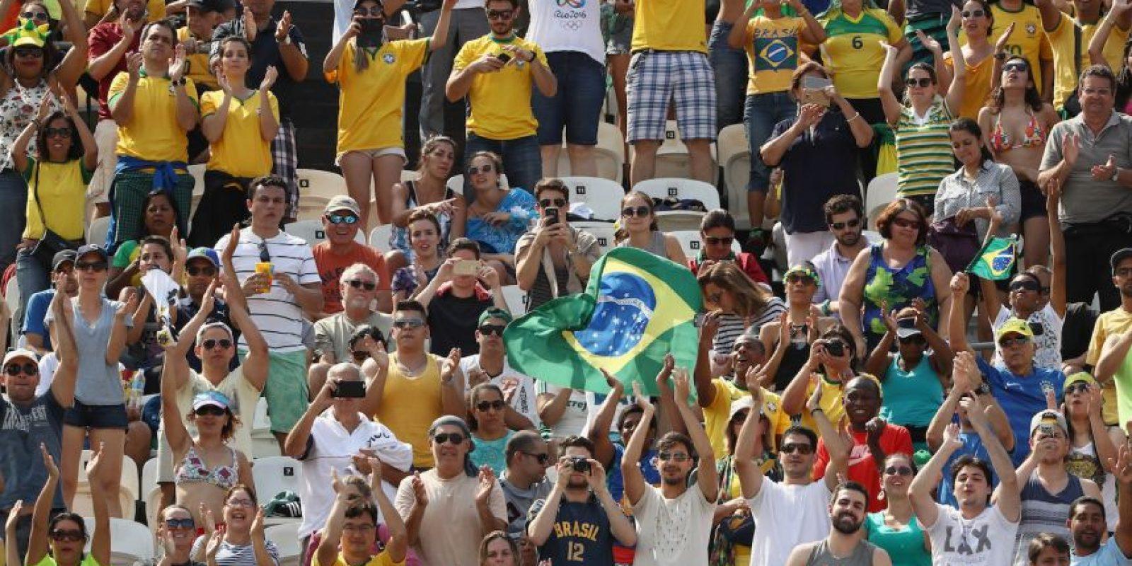 Mientras que los brasileños alientan a los rivales de la delegacíon argentina Foto:Getty Images