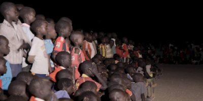 Cientos de personas se reúnen en el campo de refugiados de Kakuma en Kenia Foto:Facebook.com/Olympic