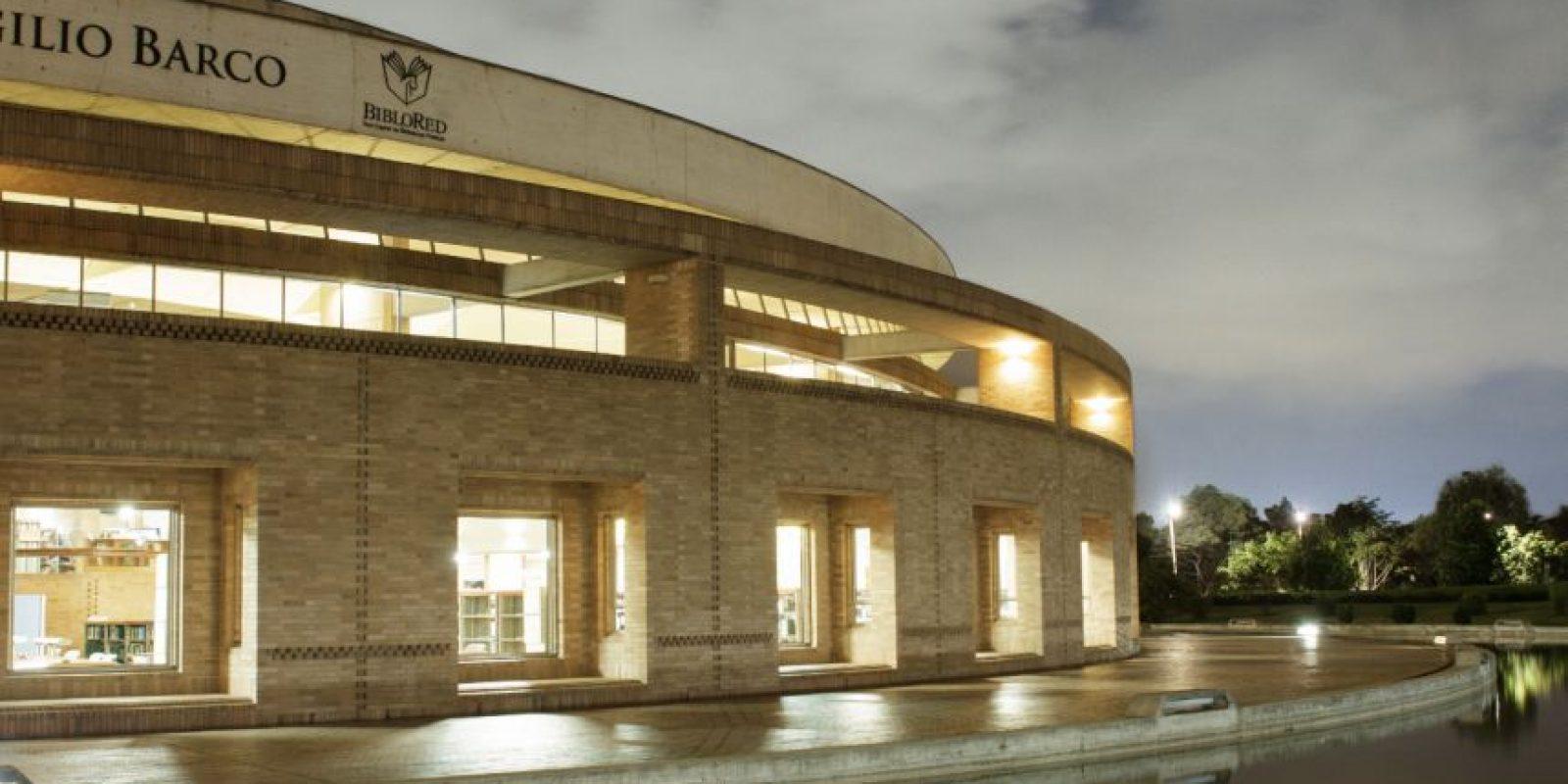 La Biblioteca Pública Virgilio Barco fue diseñada por el reconocido arquitecto colombiano Rogelio Salmona. Con la nueva iluminación, las líneas resaltan cada rincón. Foto:Juan Pablo Pino- Publimetro