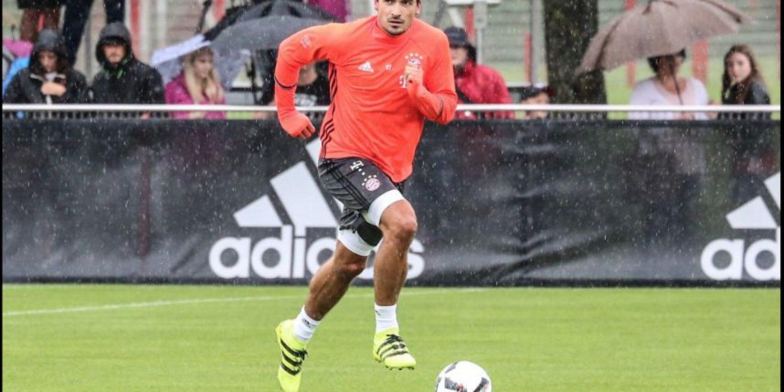 Mats Hummels, defensa central (Bayern Munich): Luego de nueve años, el zaguero y capitán dejó Borussia Dortmund para fichar por el archirrival. Sin embargo, los hinchas del Dortmund no le recriminan su partida, ya que parte al equipo que lo formó como futbolista Foto:Twitter