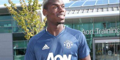 """Paul Pogba, mediocampista (Manchester United): Considerado uno de los mejores del mundo, los """"Diablos Rojos"""" tuvieron que invertir 105 millones de euros para repatriar a un jugador que dejaron ir libre a juventus en 2012. Es el gran movimiento del mercado. Foto:Twitter"""