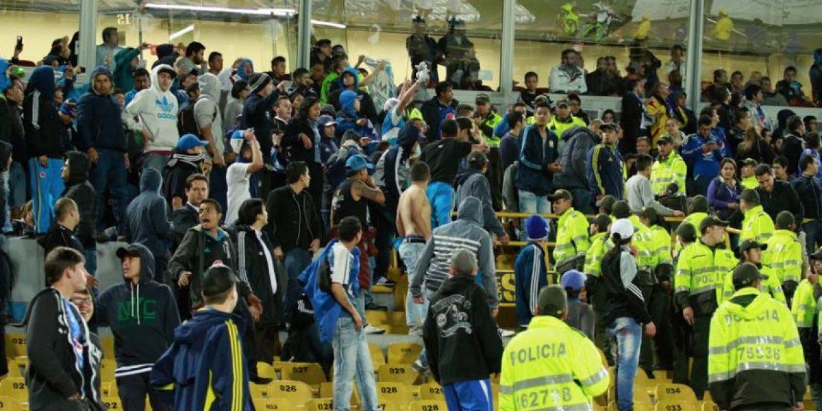 Liga Águila: Hinchas de Millonarios invaden la cancha del Campín