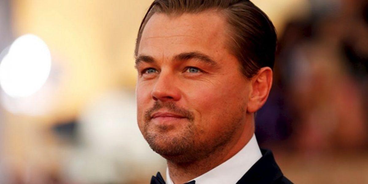 Leonardo DiCaprio se quita la camisa mientras pasea con su novia