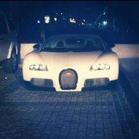 Entre ellos, automóviles deportivos Foto:Twitter.com