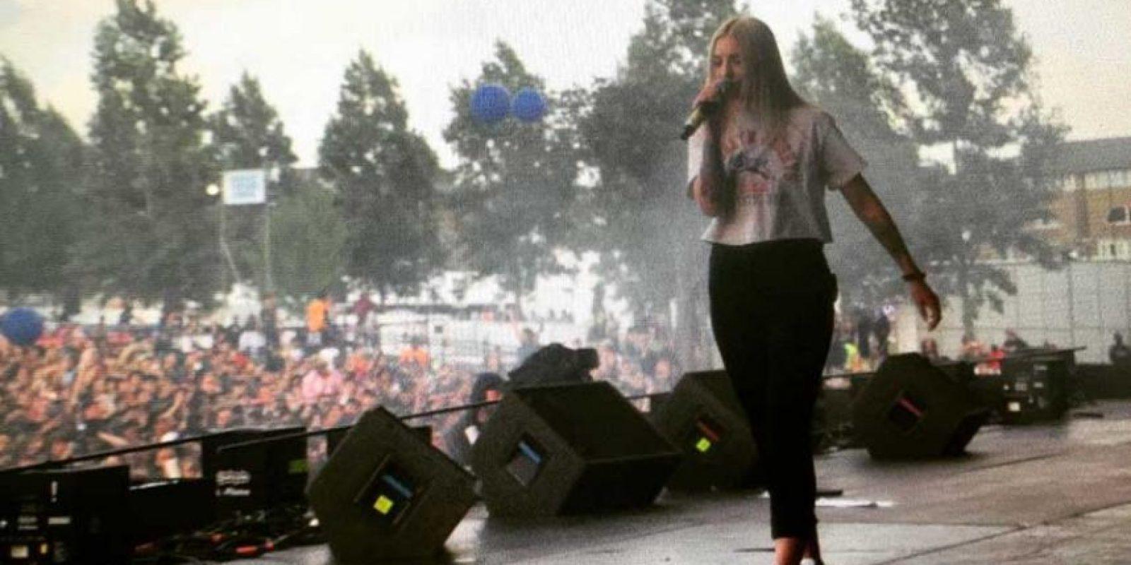 Acompañado de la cantante Julia Michaels. Foto:Vía instagram.com/imjmichaels