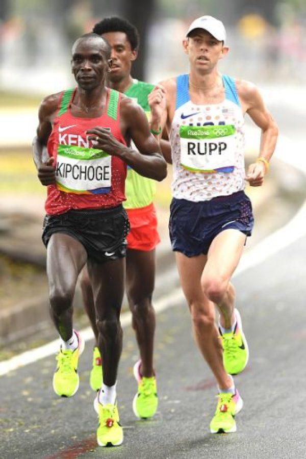 Quedó en segundo lugar con un tiempo de 2:09:54 Foto:Getty Images