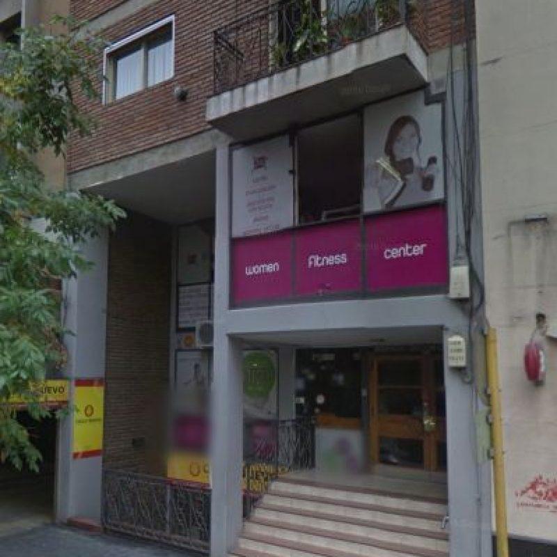 La mujer fue arrojada desde el tercer piso de su departamento Foto:Google Maps