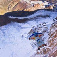 Los saltos B.A.S.E. se hacen generalmente de altitudes mucho más bajas que en paracaidismo Foto:Getty Images