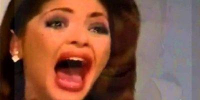¿Por qué las villanas usan ropa extravagante y maquillaje rechinante en todo momento? Foto:vía Canal de las Estrellas