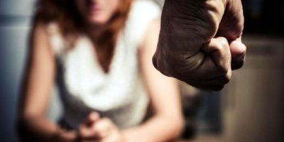 En entornos de ingresos altos, hay datos que apuntan que los programas escolares de prevención de la violencia de pareja (o violencia en el noviazgo) entre los jóvenes pueden ser eficaces. Foto:vía Getty Images