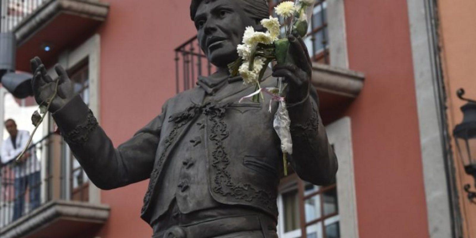 Estatua de Juan Gabriel en la Plaza de Garibaldi Foto:AFP