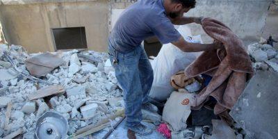 En los bombardeos perdió a su esposa y a su hija mayor Foto:AFP