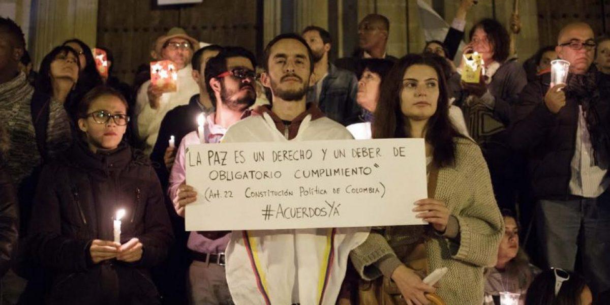 Miles de estudiantes marchan en Bogotá para pedir la paz