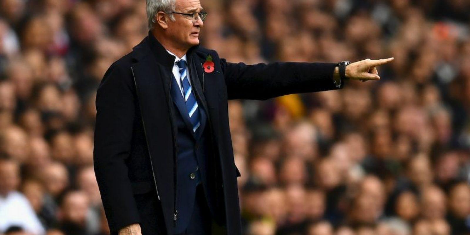 Claudio Ranieri (Leicester): Llegó a los Foxes tras fracasar en la selección de Grecia y su gran objetivo era salvar del descenso. Sin embargo, comandó a un equipo sorprendente y los hizo ganar la Premier League, dando el golpe a la cátedra en Inglaterra. 'Ranieri inculcó a sus hombres un espíritu de equipo inigualable, inspirándolos a acabar ganando la liga de forma increíble y contra todo pronóstico', señala el máximo organismo del fútbol. Foto:Getty Images