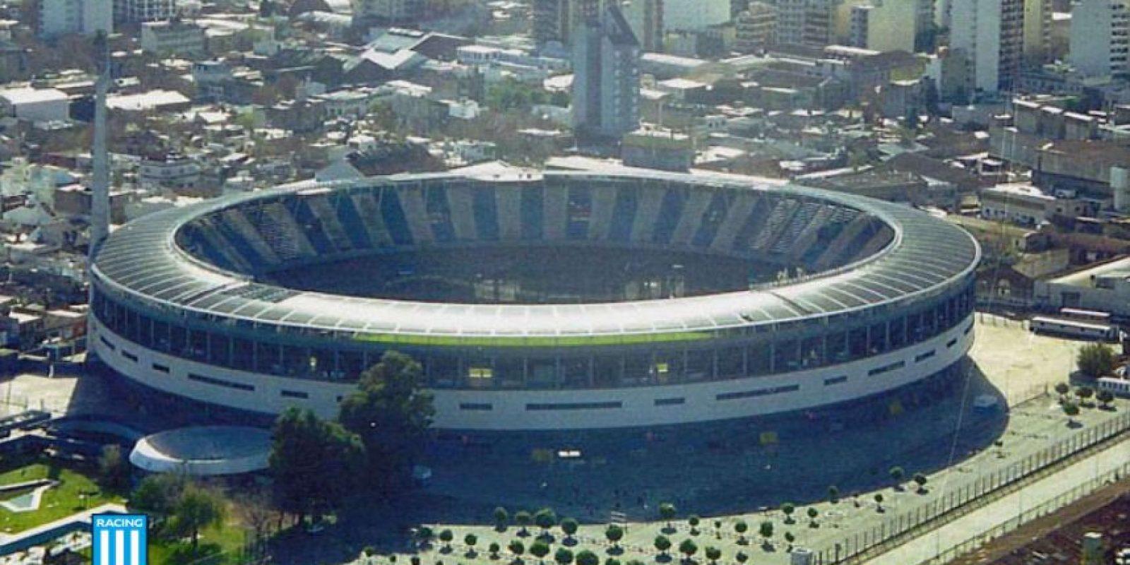 Los gatos muertos de Racing: Es un mito que ronda en el fútbol argentino, pero que muchos lo toman como cierto. La historia dice que hinchas de Independiente enterraron siete gatos después que Racing ganara la Libertadores y el campeonato local de 1966. Pasaron 35 años para que vuelvan a ganar un título. Foto:Getty Images