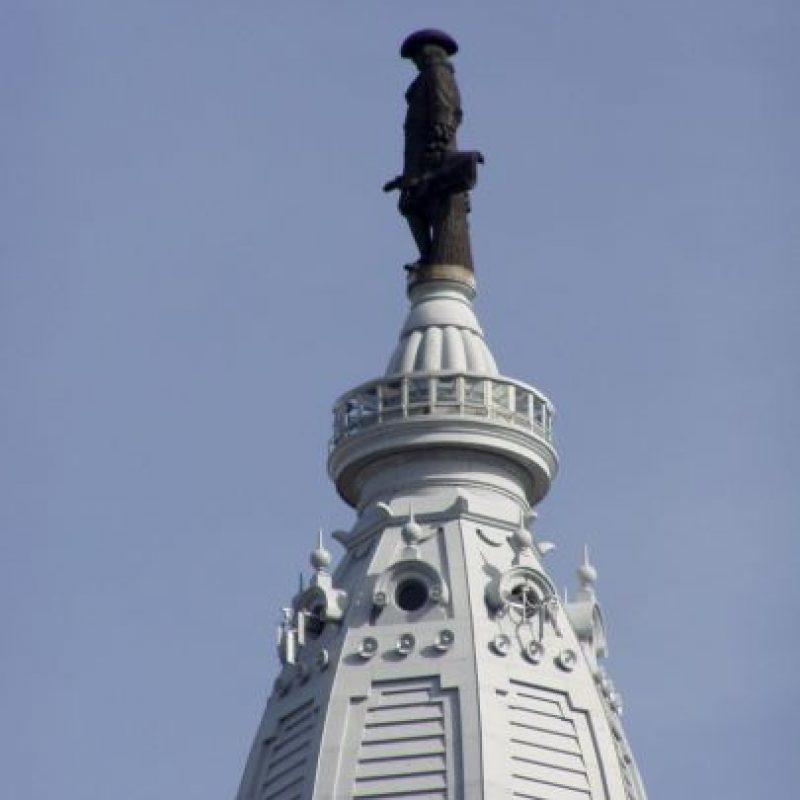 La estatua de William Penn: Fue una maldición que azotó a todos los equipos deportivos de Filadelfia y que se inició en 1987, fecha en que se construyó el One Liberty Place. El gran problema fue que ese rascacielos superó la altura de la estatua de William Penn, fundador de la ciudad, y pareció desquitarse con no darle alegrías deportivas. Los Phillies cortaron la mala racha en 2008, cuando ganaron la Serie Mundial. Precisamente, el año anterior se construyó una nueva estatua de William Penn y fue sobre la municipalidad, llegando más arriba que el One Liberty Place. Foto:Getty Images