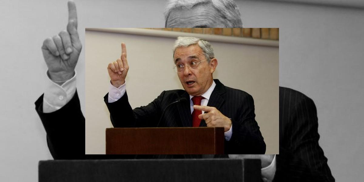 Uribe dice que Santos le ha llamado a una reunión