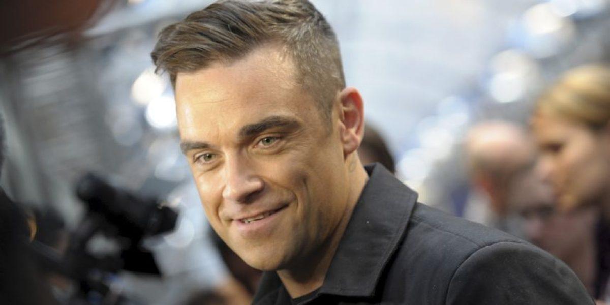 A sus 42 años Robbie Williams posa desnudo para una revista