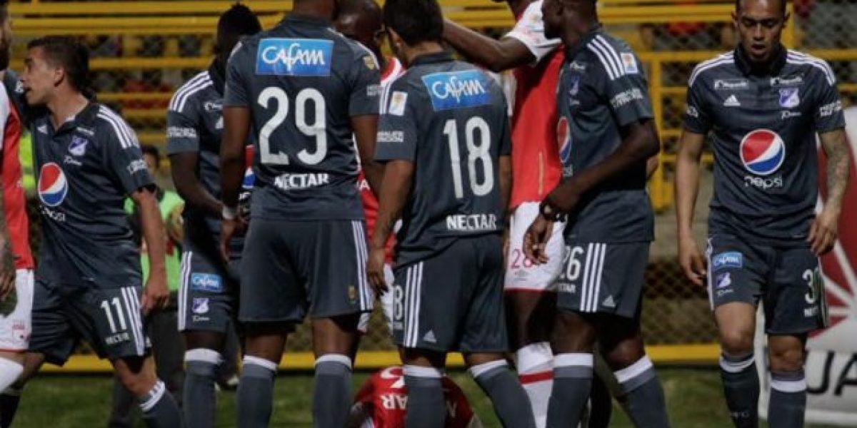 Caravana de los hinchas de Millonarios antes del partido contra Medellín