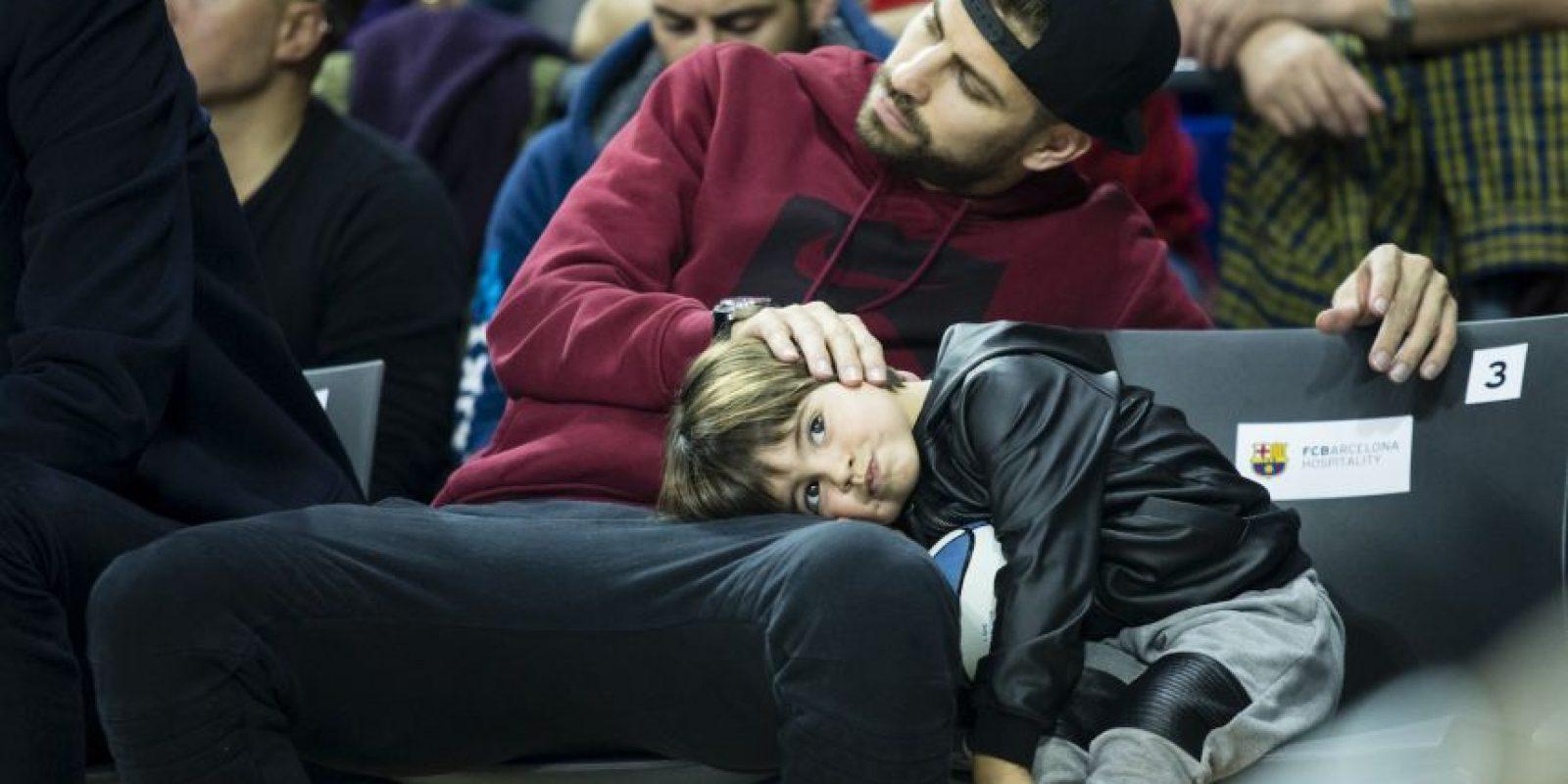 Milan disfrutó de un momento con su papá, aunque parecía un poco aburrido Foto:Grosby Group