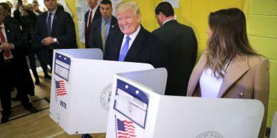 Porque, al parecer, vigiló el voto de su esposa Foto:AFP