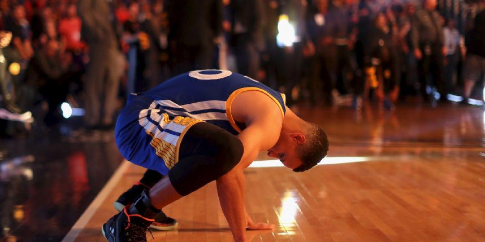 Curry es el único que ha conseguido anotar al menos 400 puntos en triples en una temporada Foto:Getty Images
