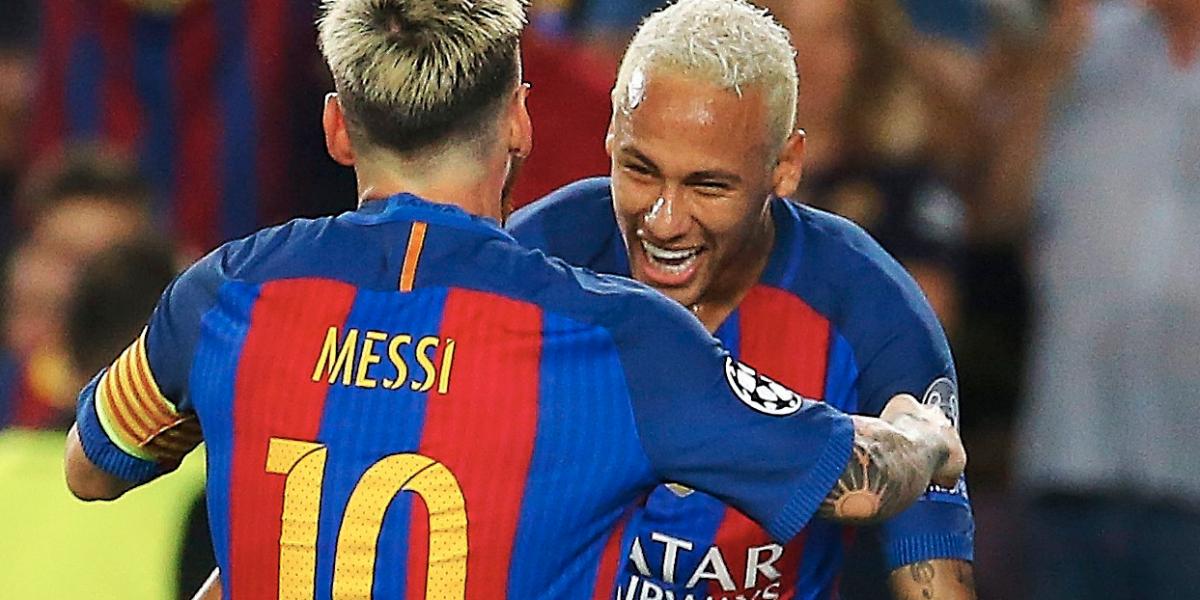 Neymar recibe a Messi en el Brasil VS Argentina