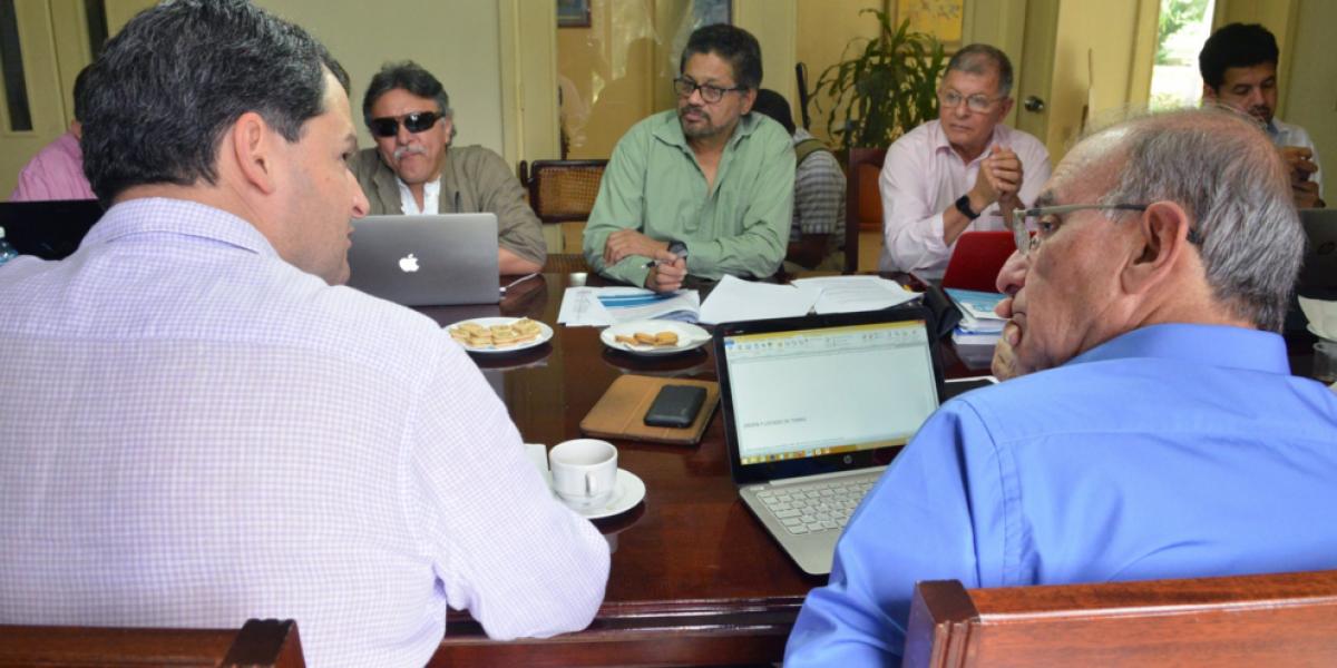 Gobierno y Farc discuten punto sobre reincorporación en el séptimo día de reuniones