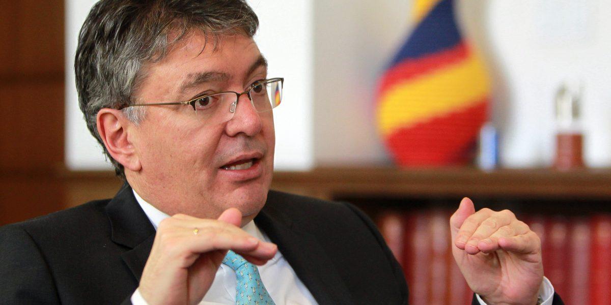 Minhacienda destaca solidez económica de Colombia mientras que dólar sube