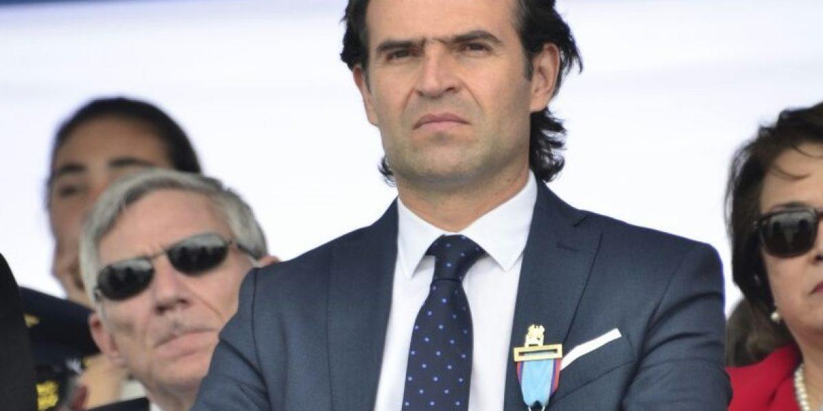 Fuerza Aérea condecoró al Alcalde de Medellín