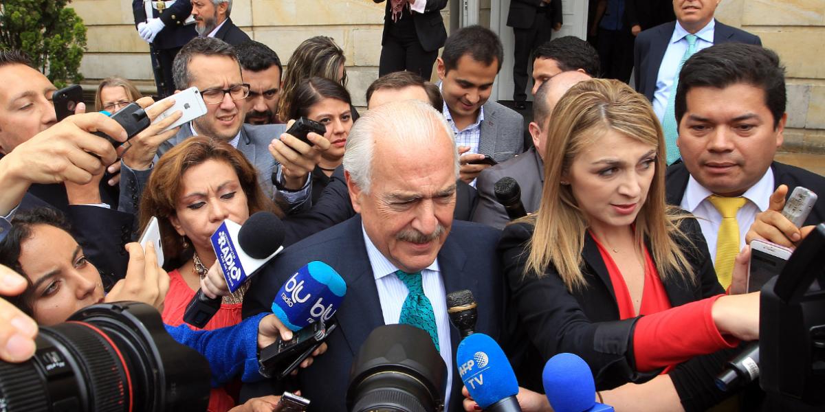 Pastrana insiste en revisar la entrada de las Farc en política
