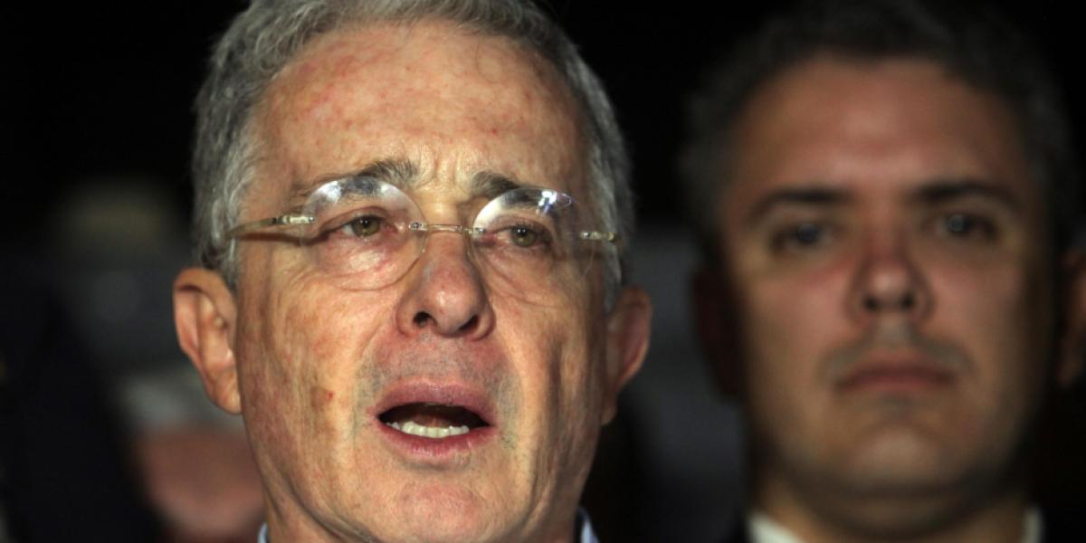 Uribe le desea a Santos una pronta mejora de su salud