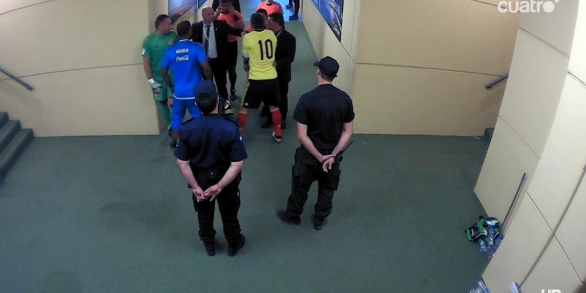 Video: James increpó al árbitro en el vestuario, ¿qué le dijo?